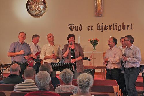 Glimt fra Metodistkirken våren 2012, her sammen med Bente Risdal, en kjær venninne fra Sørlandet.